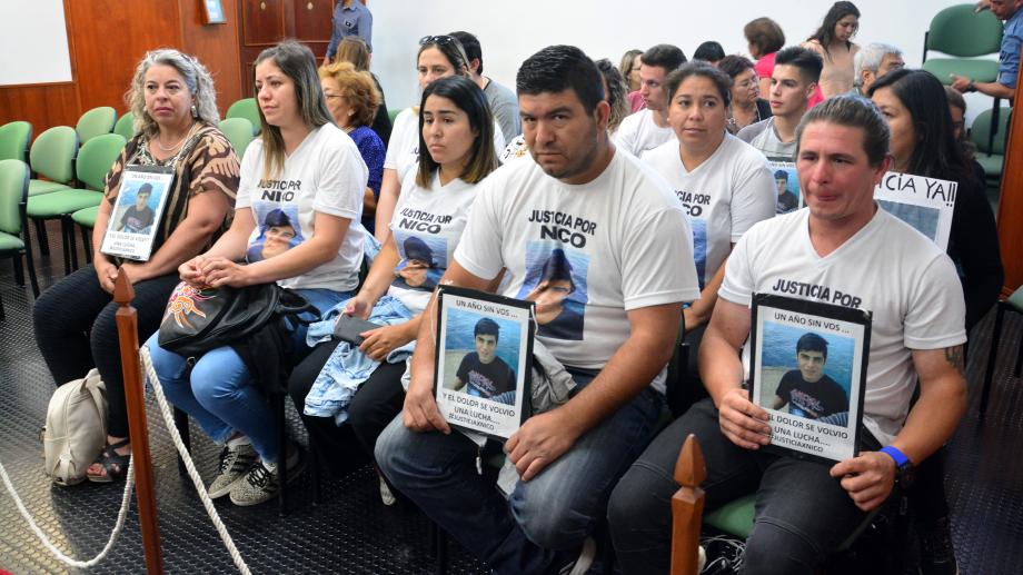 Foto archivo: Los familiares y allegados del adolescente fallecido, durante el juicio que se llevó a cabo el año pasado