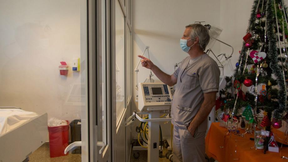 El nivel de ocupación de camas de terapia intensiva disponibles en Bariloche es altísimo desde hace varias semanas como consecuencia de la segunda ola de contagios. (foto archivo Marcelo Martínez)
