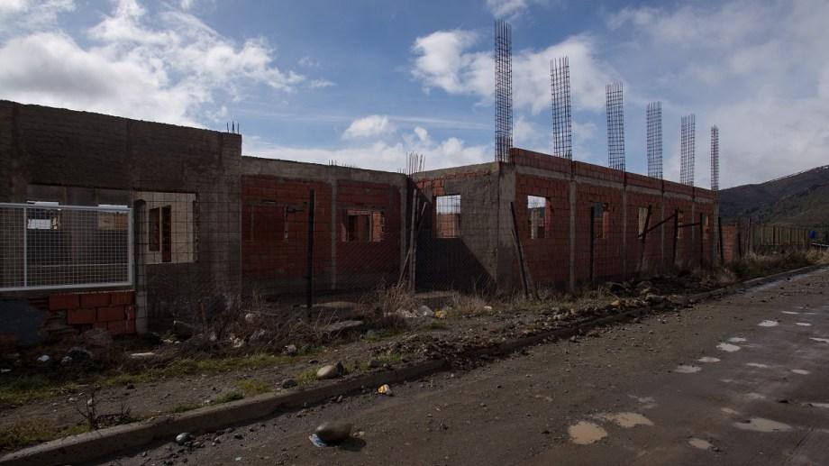 La obra de ampliación de la Escuela 315 de Bariloche quedó paralizada por incumplimientos de la constructora. Foto: Archivo