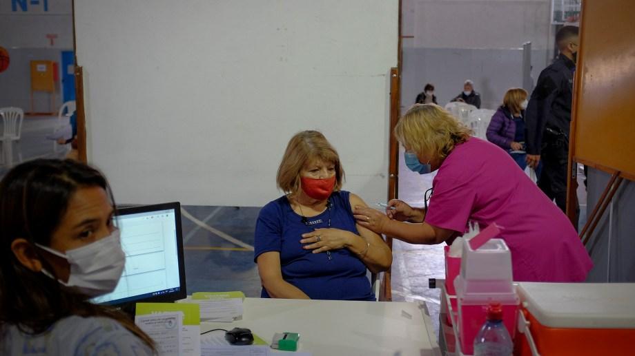 El domingo de 8 a 15 se vacunará a demanda en el gimnasio 1 de Bariloche. Archivo