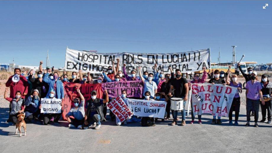 Después de varias jornadas, la protesta del personal neuquino de Salud sigue adelante. Foto: archivo Florencia Salto.