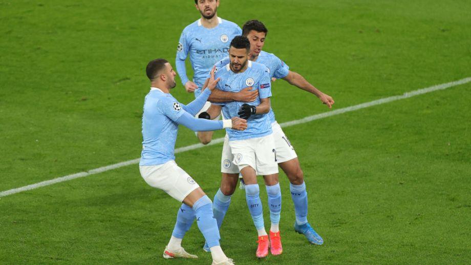 Mahrez metió el empate del City de penal.
