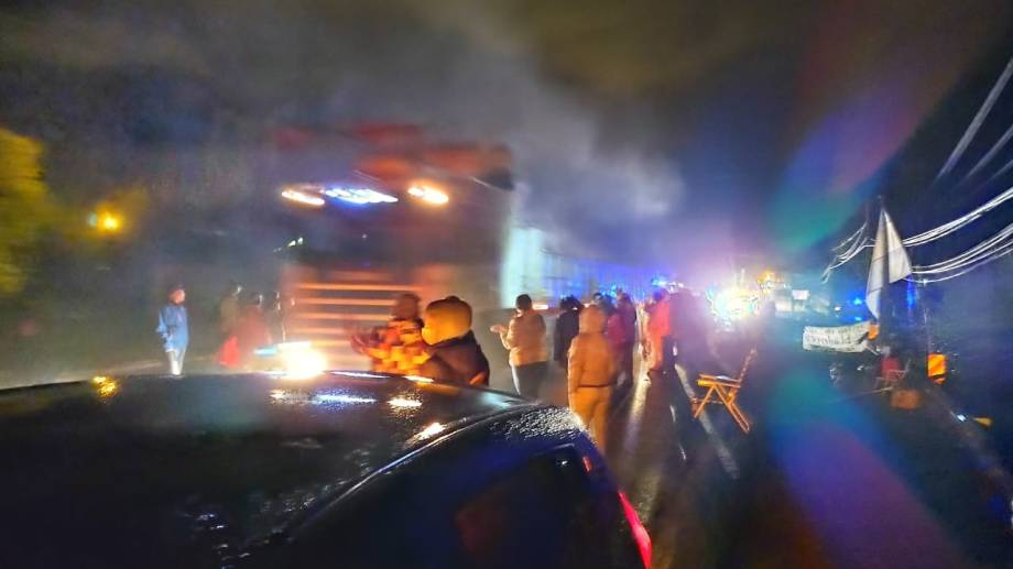 Los trabajadores de la salud siguen cortando las rutas de Neuquén. Foto Twitter @autonconvocados