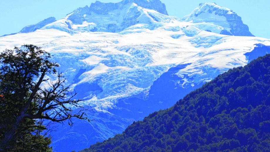 La mayoría de los glaciares están en retroceso en todo el mundo aunque el efecto no es similar en todos los macizos.