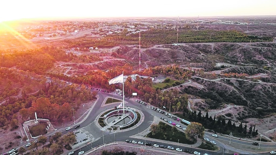 El área urbana protegida es uno de los puntos más altos del Alto Valle y se convierte en un sector estrátegico para las telecomunicaciones. Son cinco las torres.  Foto: Gentileza.