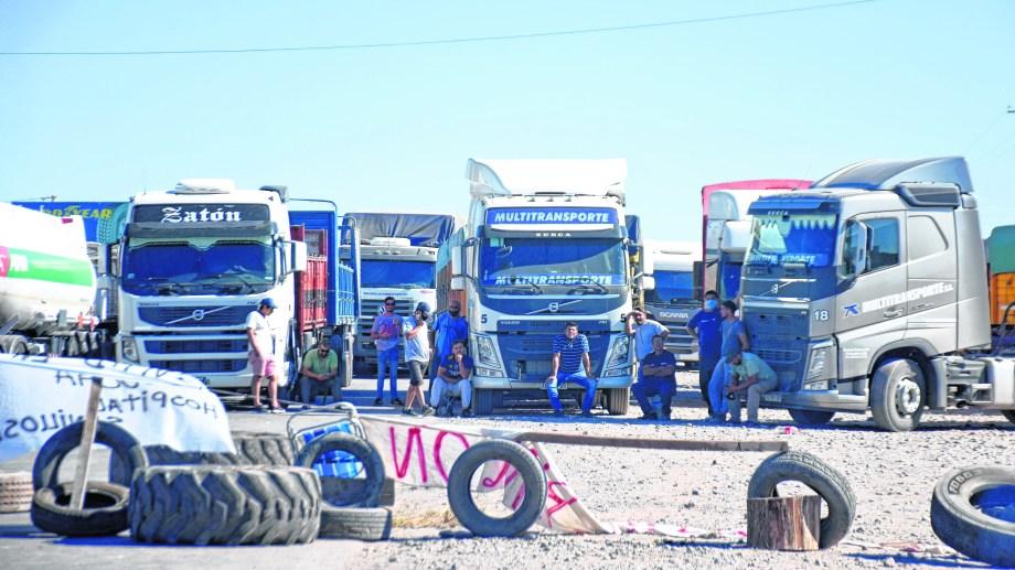Los camiones permanecen varios días varados por los cortes de ruta. Foto: archivo