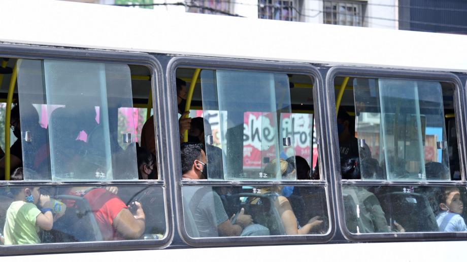 En Jujuy será obligatorio presentar el carnet de vacunación para viajar en colectivo. (Foto archivo Florencia Salto).-