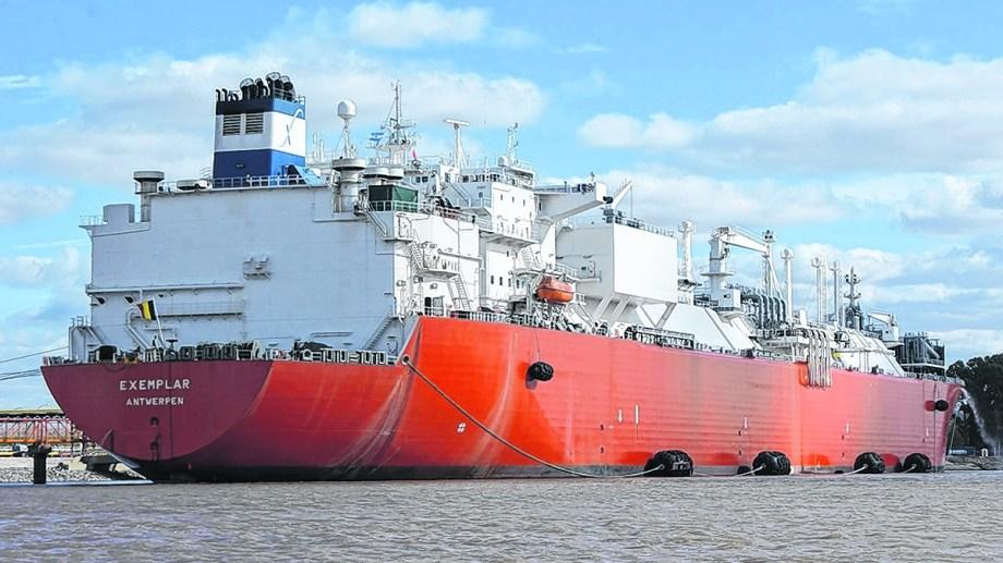 El regasificador Exemplar volverá a Bahía Blanca para inyectar más gas durante este invierno.