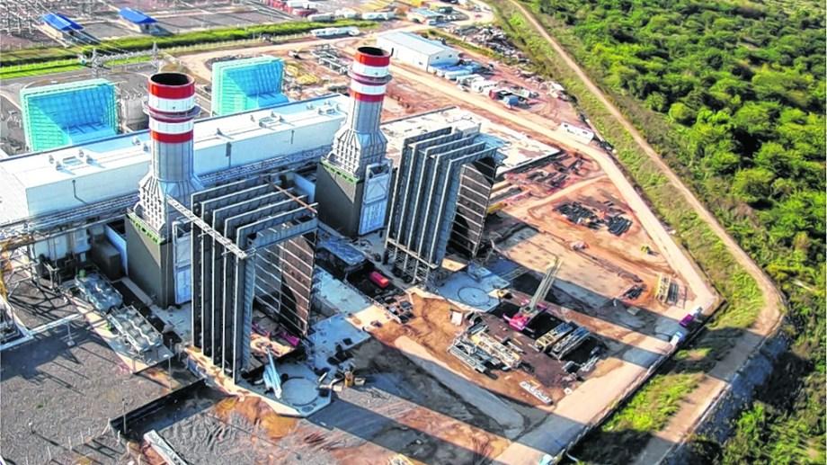 Las usinas del país están recibiendo cada vez menos gas natural y deben recurrir a otros energéticos como el fuel oil, gasoil y el carbón.