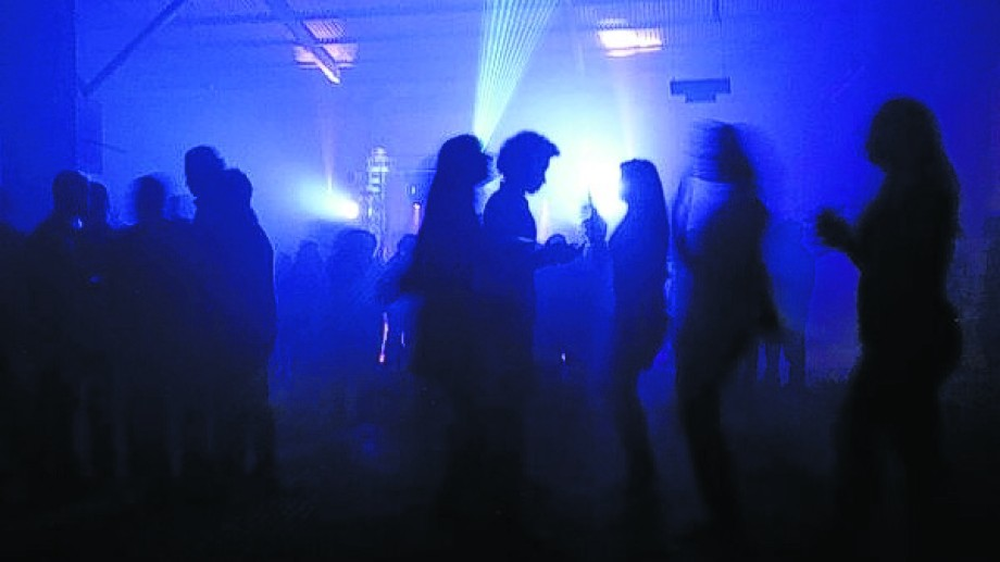 La fiesta clandestina fue convocada por una radio y había reunido a más de 200 personas. Foto ilustrativa