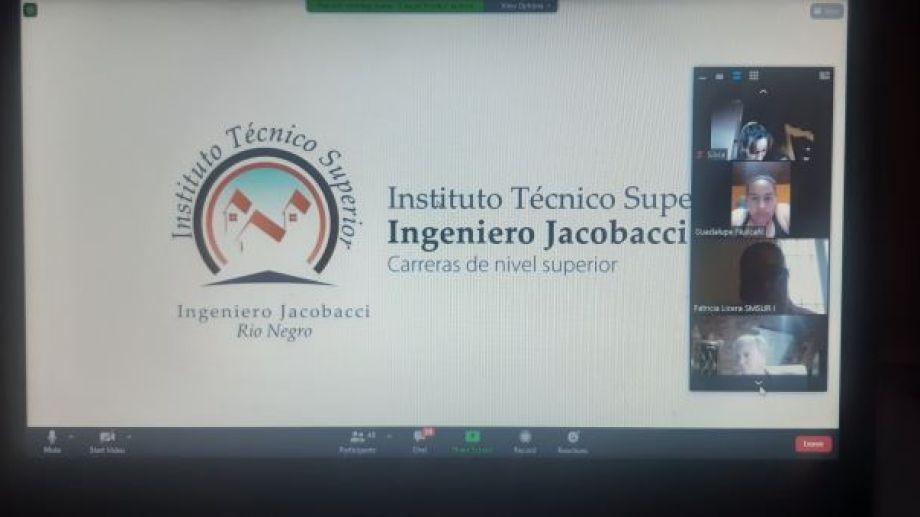 A través de una reunión por ZOOM de la que participaron cerca de 60 personas, Cascos Verdes y el ITS de Jacobacci lanzó la nueva propuesta educativa. Foto: José Mellado.