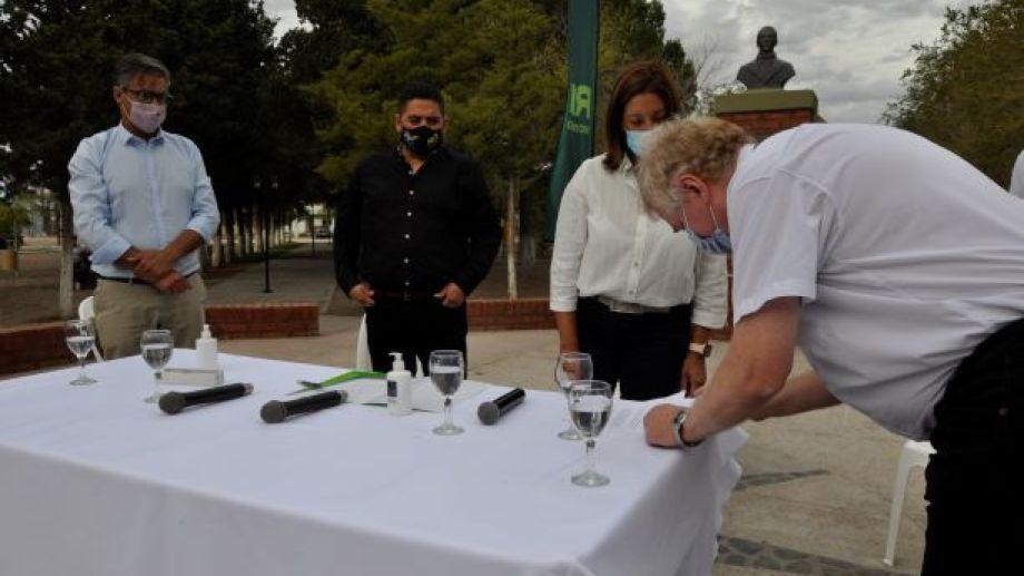 Con contrato de inicio de obra se firmó este lunes entre la provincia y la empresa Ales. S.A. Foto: José Mellado.