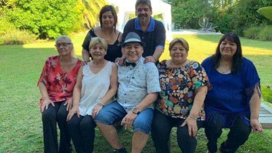 Las hermanas de Maradona son cinco mujeres, a las que se suman dos varones más: Hugo y Raúl.-