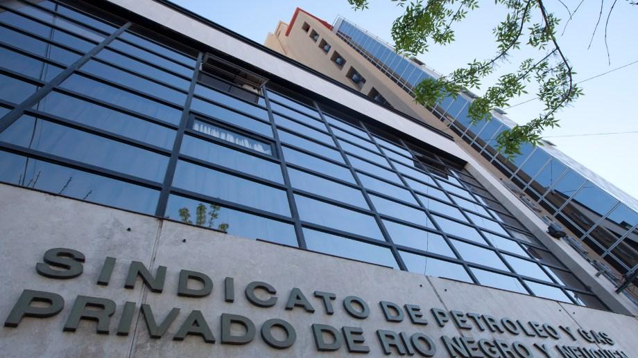 Un exdirigente del gremio denunció irregularidades en el proceso electoral de la Mutual de Empleados Obreros Petroleros Privados (MEOPP) . Foto: Juan Thomes