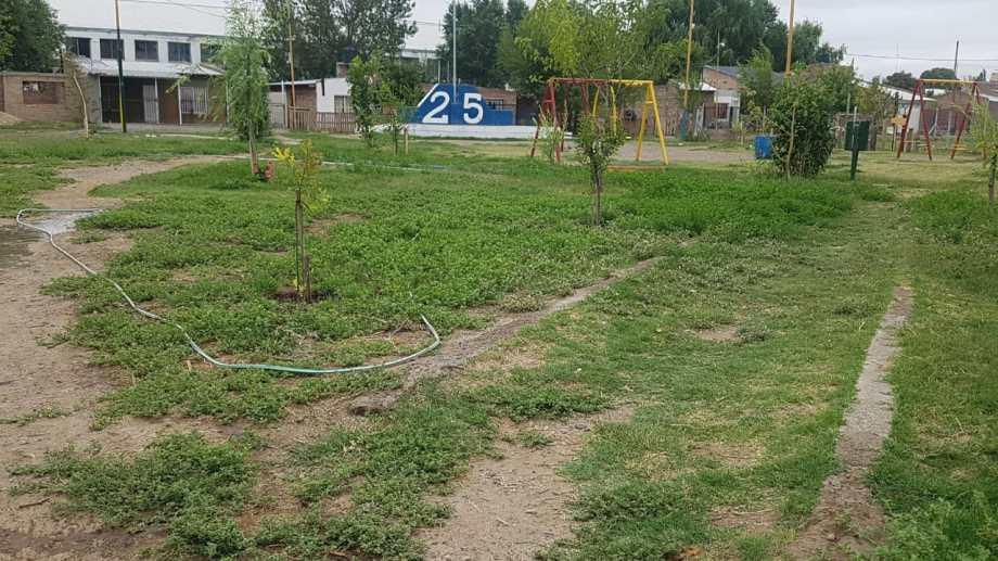 Con fondos de Nación proyectan construir veredas en la plaza del barrio 25 de Mayo. (Foto Néstor Salas)