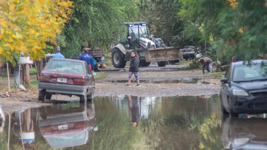 Las tareas de desagote se realizan en las zonas más afectadas por la gran cantidad de agua acumulada.