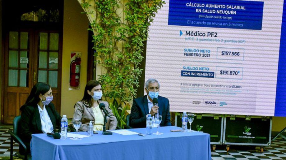 La ministra de Salud, Andrea Peve, la de Gobierno, Vanina Merlo y de Economía, Guillermo Pons durante la conferencia en Casa de Gobierno. Foto: Prensa de gobierno