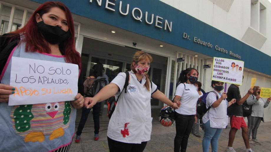 Trabajadores de la Salud de Neuquén siguen en conflicto antes de la llegada de la segunda ola de coronavirus. Foto: Oscar Livera.