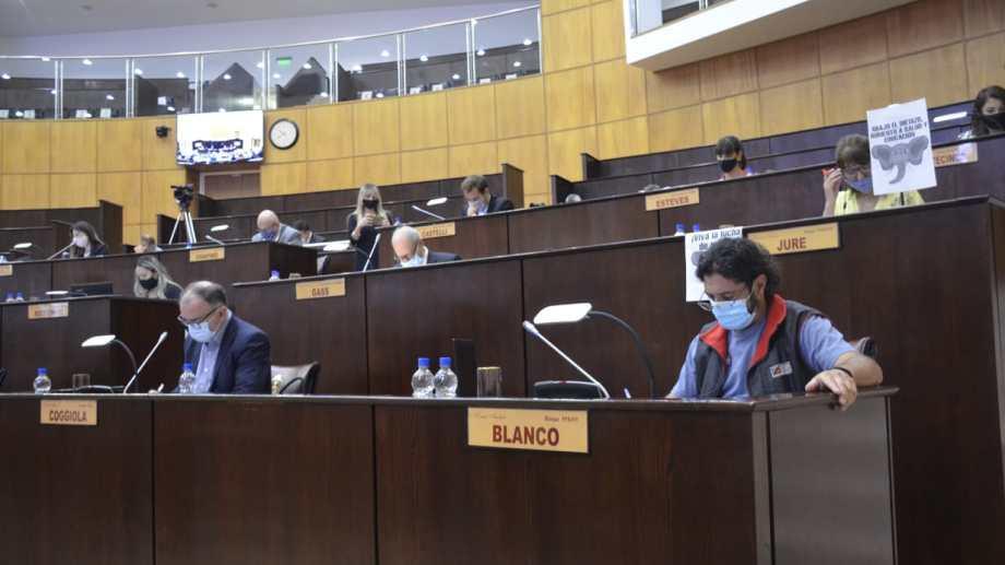 En la sesión se aprobaron declaraciones y designaciones judiciales. Foto: Yamil Regules.