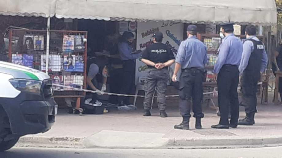 El departamento de Criminalística trabaja en el lugar del hecho. Foto: Hugo Jara