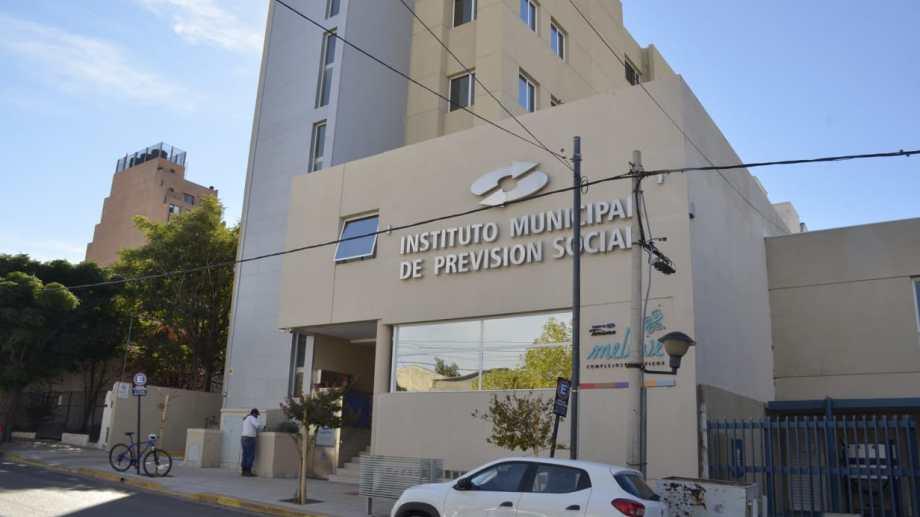 El Instituto Municipal de Previsión Social (IMPS) pagará a los jubilados el bono no remunerativo acordado con los municipales capitalinos (foto Yamil Regules)