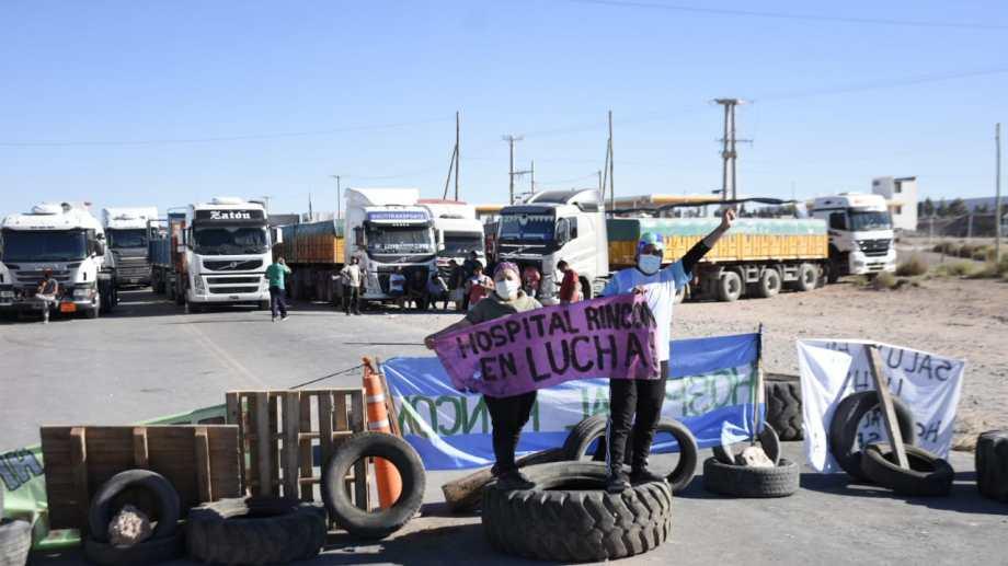 En Añelo son múltiples los cortes de ruta que realizan los autoconvocados de Salud de Neuquén Foto: Florencia Salto