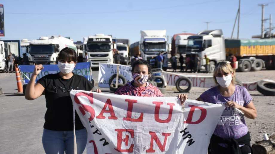 Los cortes en Añelo comenzaron el miércoles pasado. Llevan ocho días de forma casi constante. Foto archivo: Florencia Salto