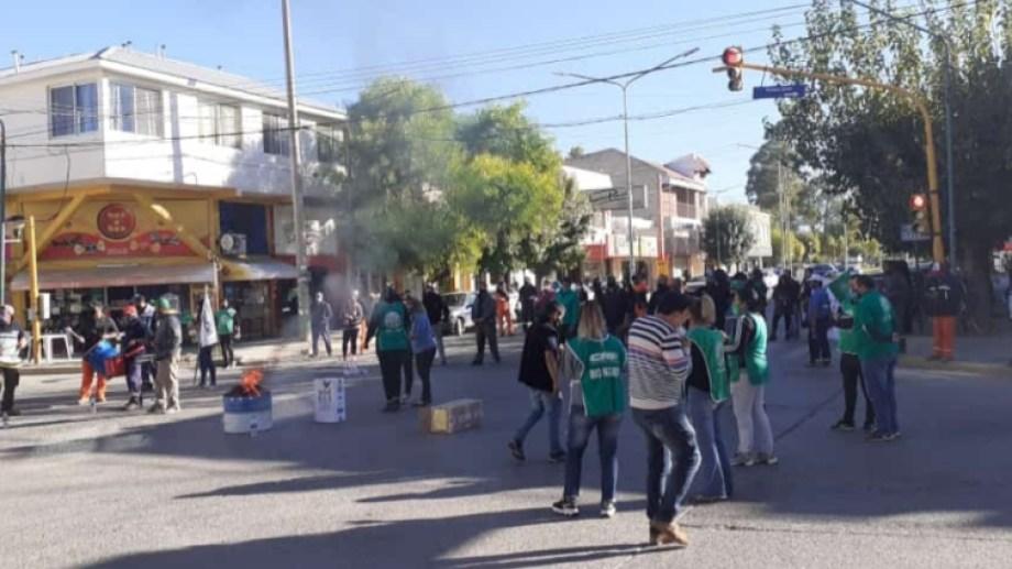 Los manifestantes ingresaron cerca de las 11 al edificio municipal.