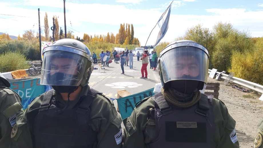 Gendarmería intervino en el piquete de Junín de los Andes. Foto: Info Los Andes
