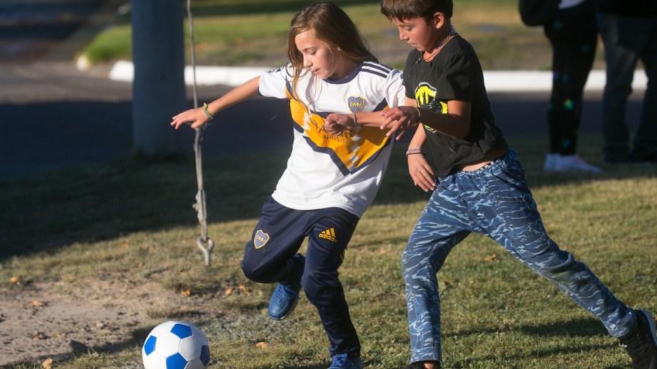 Ámbar tiene 9 años y comenzó a jugar a la pelota a partir de los 5. Foto: Pablo Leguizamon.
