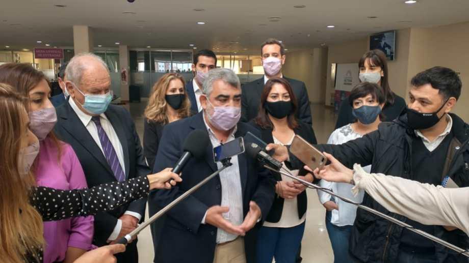 Los bloques de la oposición se unieron para pedir soluciones frente al conflicto de salud. Foto: gentileza.