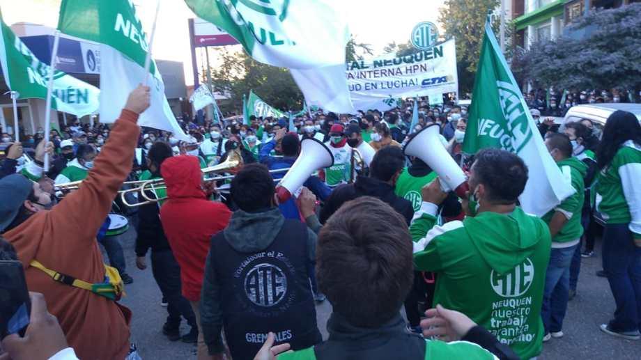 El sindicato de estatales neuquinos se movilizó en la capital y en el interior. Foto: Yamil Regules.