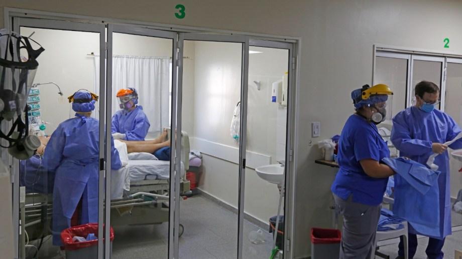 Entre un 75% y un 100% de las camas de terapia en Roca están ocupadas por pacientes con covid-19. Foto: Juan Thomes