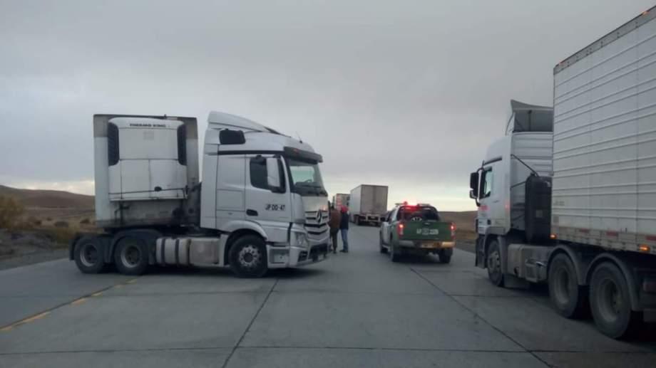 Los bloqueos ya repercuten en el normal abastecimiento a Tierra del Fuego. Foto: Gentileza Facebook Lanoventa Puntouno