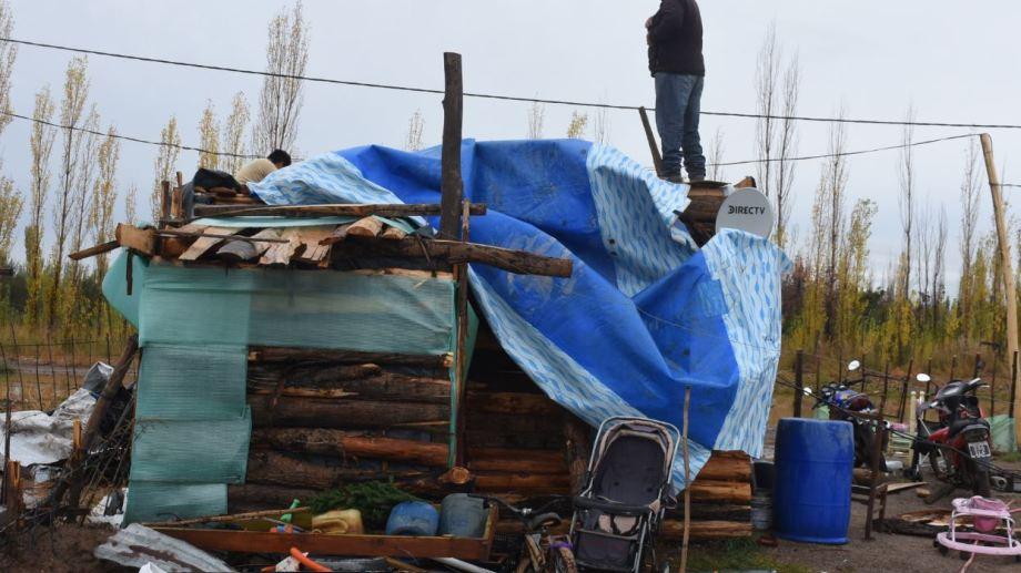 Vecinos de Chacra Monte se vieron alejados de sus hogares por el agua. Foto César Izza