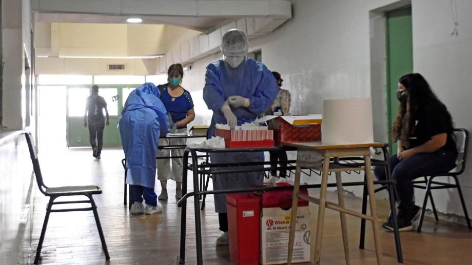 En Cipolletti aumentó el número de casos confirmados luego de los hisopados realizados durante los últimos días. (Foto: Florencia Salto)