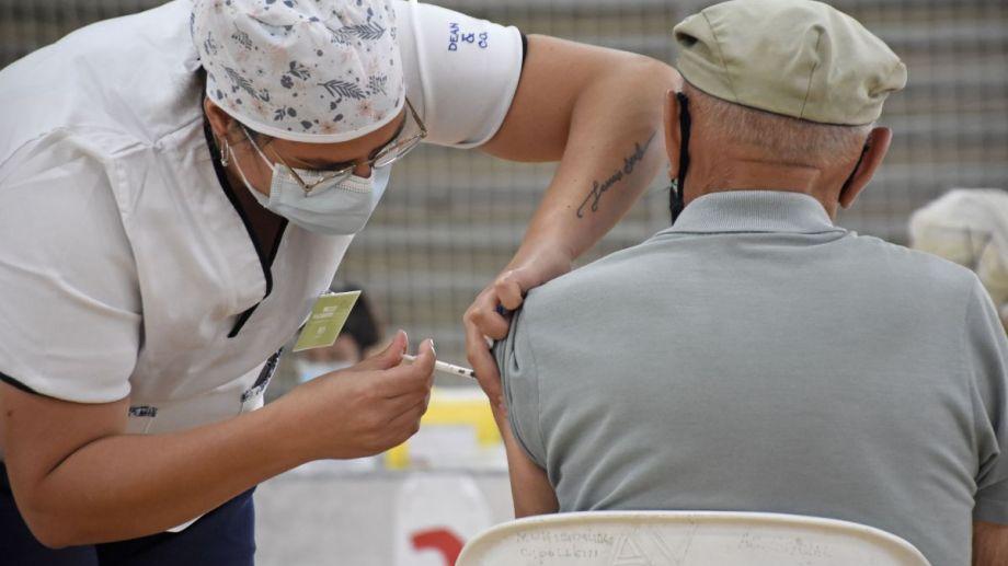 Catriel es la ciudad con meno porcentaje de vacunados en adultos mayores (Florencia Salto)
