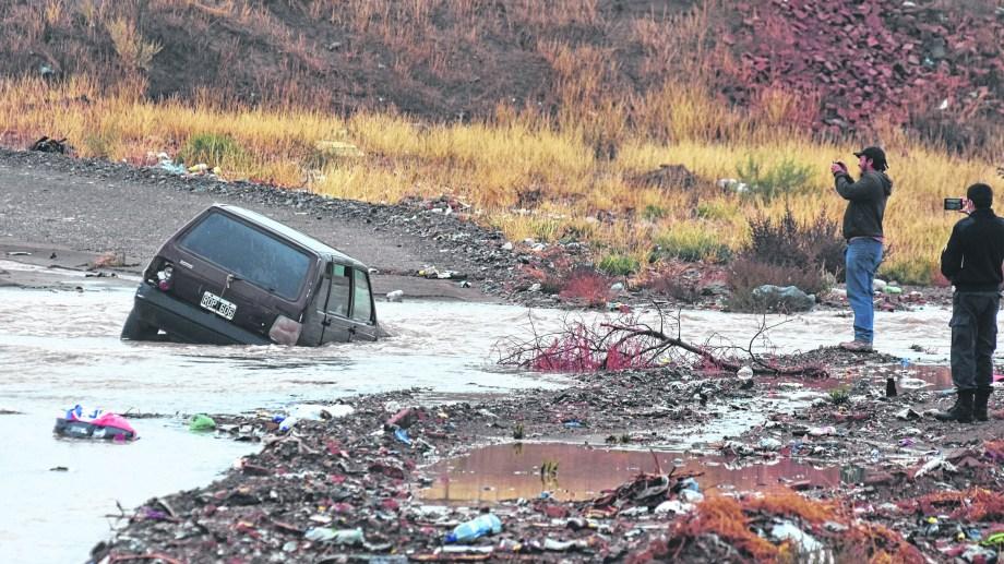 En algunos sectores las consecuencias fueron enormes. Donde no hay previsibilidad e inversión, el agua se apodera del lugar. (FOTO: César Izza)