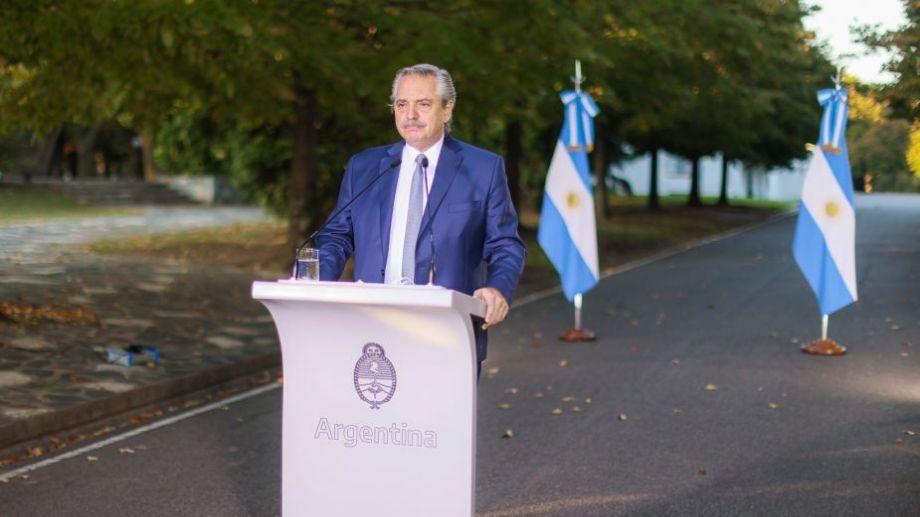 El presidente emitió el mensaje a pesar de estar aislado, respetando un estricto protocolo. Foto: Presidencia de la Nación.-
