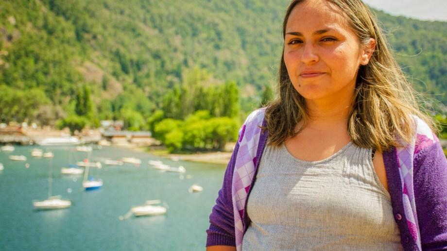 Bárbara Vázquez fue apuñalada en el barrio Altos del Sol de San Martín de los Andes. Debió ser hospitalizada. Foto Patricio Rodríguez