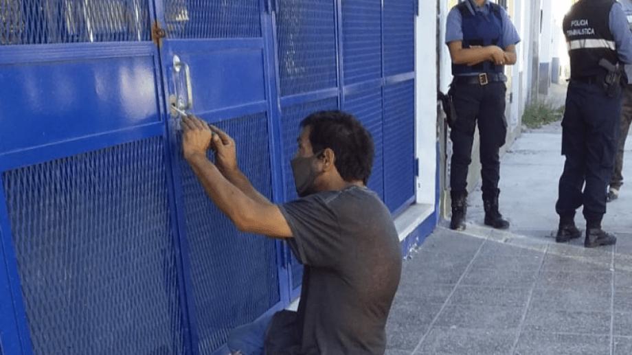 En la sede de la CTA Autónoma, tuvieron que convocar a un cerrajero para ingresar a las instalaciones. (foto: gentileza)