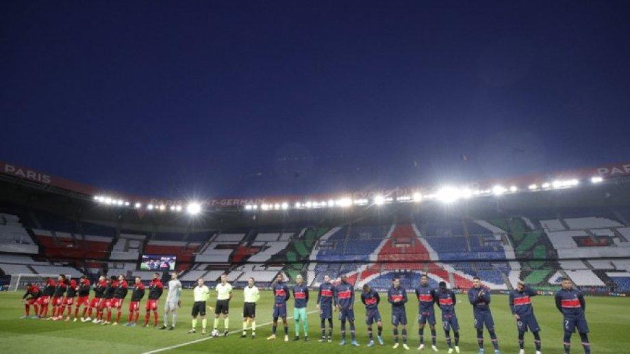 Así posaron PSG y Bayern para la presentación el encuentro en París.