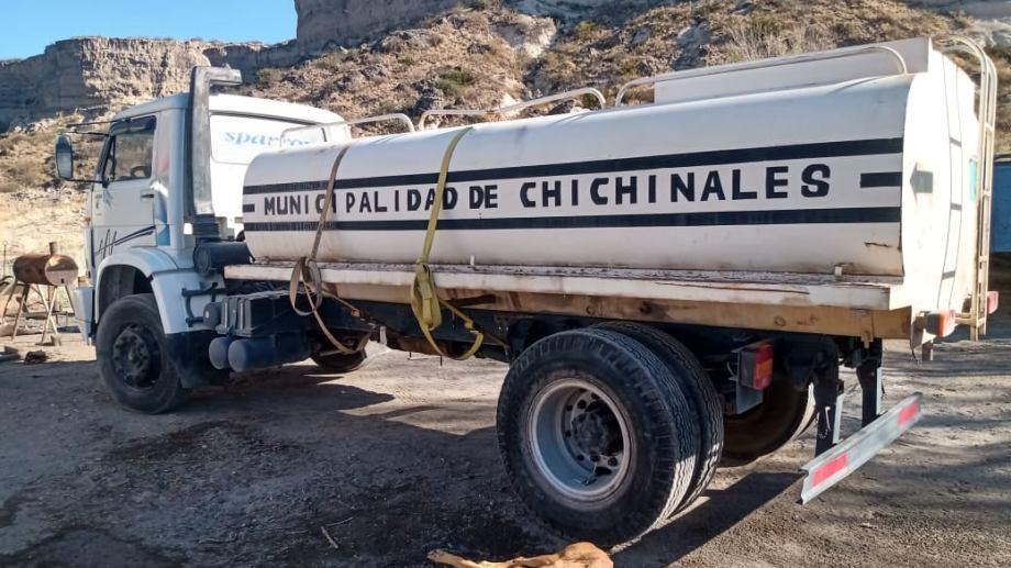 El municipio de Chichinales renueva su parque automotor con la compra de dos camiones. (Foto Néstor Salas)