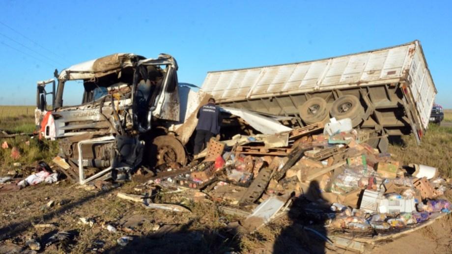 La víctima conducía un camión que viajaba de Bahía Blanca a Patagones. Foto: Marcelo Ochoa.
