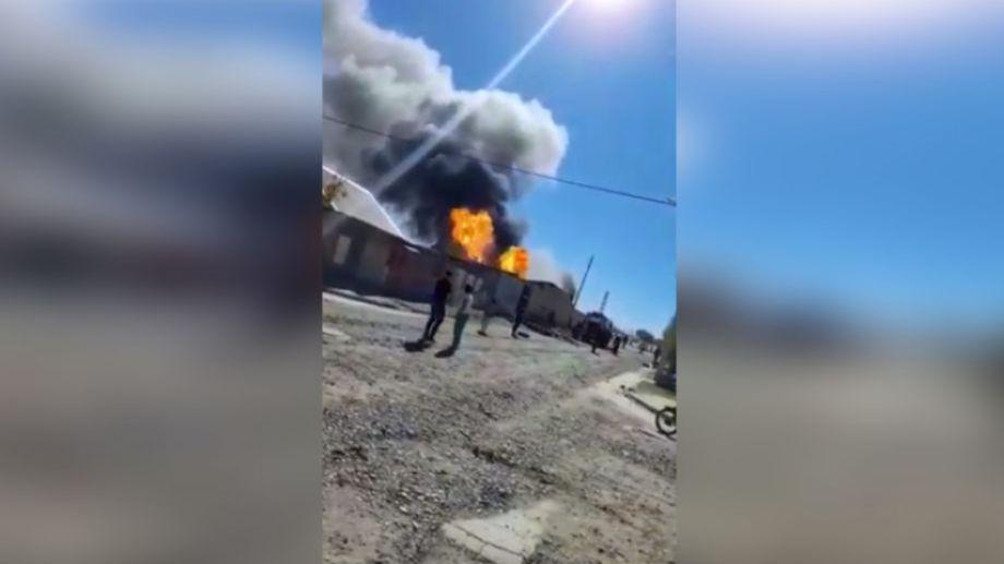 El incendio se declaró a las 14:30, en el barrio de las 210 Viviendas. (foto: captura video gentileza)