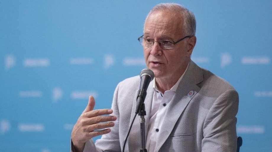 El ministro de Salud bonaerense Daniel Gollan no descartó mayores restricciones y pidió extremar cuidados mientras se avanza con vacunación.