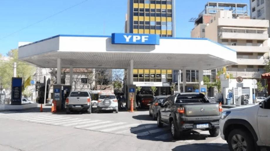 Luego de haber caído en enero volvió a incrementarse la venta de nafta y gasoil en el país. (Foto: archivo)