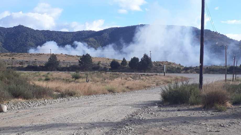 El incendio en el basural de Bariloche, desde el barrio Pilar I. Foto: gentileza
