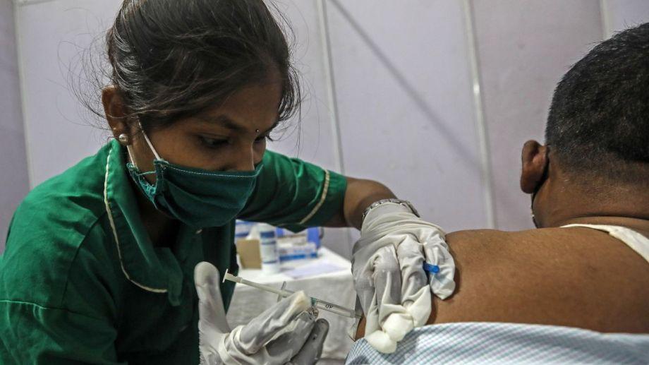 El coronavirus arrasa la India: récord de más de 2.000 muertos y casi 300.000 casos.