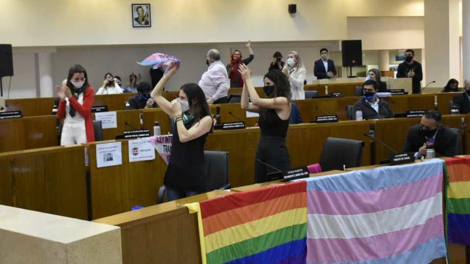 El 13 de agosto de 2020 el Deliberante capitalino sancionó la norma. Las organizaciones siguieron en el recinto la votación y celebraron. Foto Florencia Salto.